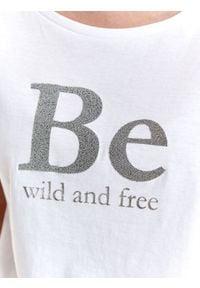 TOP SECRET - T-shirt z napisem. Okazja: na co dzień. Kolor: biały. Materiał: tkanina, bawełna. Długość rękawa: krótki rękaw. Długość: krótkie. Wzór: napisy. Sezon: lato. Styl: casual