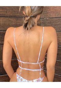 BANANHOT - Top od bikini Ocean. Kolor: biały. Materiał: tkanina. Wzór: kwiaty, aplikacja, nadruk