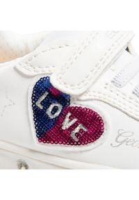Geox - Sneakersy GEOX - J Skylin G. I J158WI 000BC C1000 M White. Okazja: na uczelnię, na spacer, na co dzień. Zapięcie: rzepy. Kolor: biały. Materiał: skóra, materiał. Wzór: aplikacja. Styl: casual