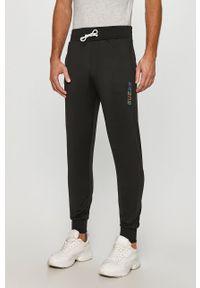 Czarne spodnie dresowe Guess Jeans z nadrukiem #4