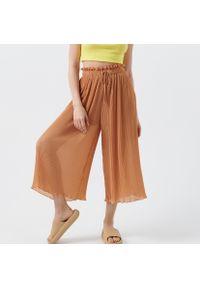 Cropp - Plisowane spodnie kuloty - Brązowy. Kolor: brązowy