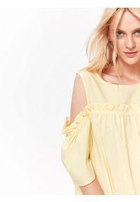 Żółta sukienka TOP SECRET w kolorowe wzory, elegancka, na lato