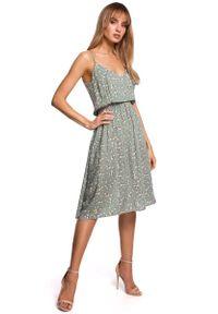 MOE - Rozkloszowana Sukienka w Kwiatki na Cienkich Ramiączkach - Model 7. Materiał: wiskoza. Długość rękawa: na ramiączkach. Wzór: kwiaty