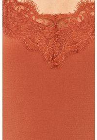Vero Moda - Sukienka. Kolor: różowy. Materiał: tkanina, koronka. Długość rękawa: na ramiączkach. Wzór: gładki. Typ sukienki: rozkloszowane