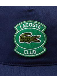 Lacoste - LACOSTE - Granatowa czapka z daszkiem z naszywką. Kolor: niebieski. Materiał: bawełna. Wzór: aplikacja. Sezon: wiosna, lato. Styl: sportowy