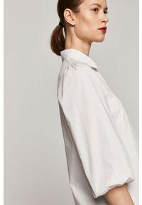 Biała koszula medicine z klasycznym kołnierzykiem, długa, casualowa, na co dzień