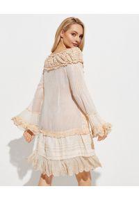GADO GADO - Beżowa sukienka z koronką. Okazja: na co dzień. Kolor: beżowy. Materiał: koronka. Długość rękawa: długi rękaw. Wzór: koronka. Typ sukienki: rozkloszowane. Styl: boho, casual