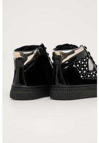 Czarne buty sportowe Primigi na platformie, z cholewką, z okrągłym noskiem