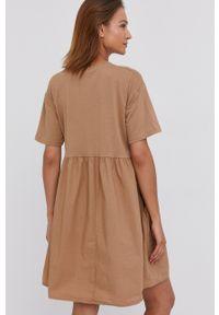 Answear Lab - Sukienka. Kolor: brązowy. Materiał: materiał. Długość rękawa: krótki rękaw. Styl: wakacyjny