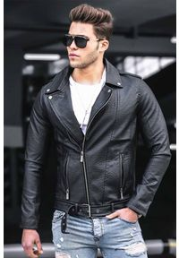 Czarny płaszcz IVET