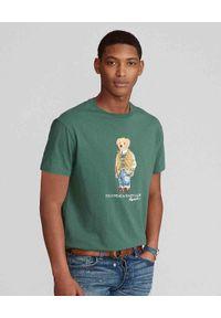 Ralph Lauren - RALPH LAUREN - Zielona koszulka z misiem Polo. Typ kołnierza: polo. Kolor: zielony. Materiał: bawełna. Wzór: nadruk