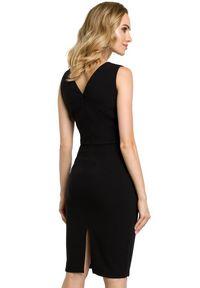 MOE - Elegancka ołówkowa sukienka z asymetrycznym dekoltem. Typ kołnierza: dekolt w kształcie V. Materiał: materiał, wełna. Typ sukienki: asymetryczne, ołówkowe. Styl: elegancki