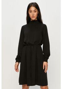 Czarna sukienka Vila na co dzień, ze stójką, mini, prosta