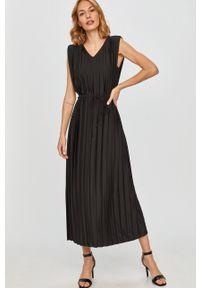 Czarna sukienka Answear Lab bez rękawów, prosta, wakacyjna, na co dzień
