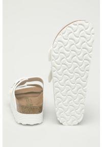 Białe klapki Birkenstock gładkie, bez obcasa