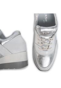Sneakersy Eksbut z cholewką, na średnim obcasie, na koturnie