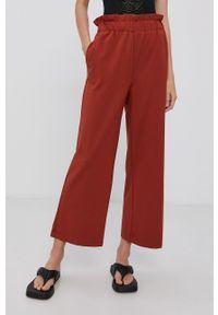 only - Only - Spodnie. Stan: podwyższony. Kolor: czerwony. Materiał: wiskoza, materiał