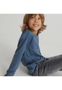 Reserved - Koszulka longsleeve z kieszenią - Granatowy. Kolor: niebieski. Długość rękawa: długi rękaw