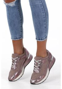 Sergio Leone - Beżowe buty sportowe sneakersy sznurowane z dżetami sergio leone sp005. Kolor: beżowy, różowy, wielokolorowy. Materiał: skóra ekologiczna, materiał. Szerokość cholewki: normalna. Wzór: aplikacja
