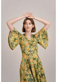 Marie Zélie - Sukienka Eudora Prado oliwkowa. Kolor: oliwkowy. Materiał: dzianina. Typ sukienki: kopertowe