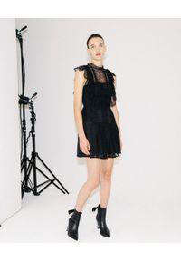 SELF PORTRAIT - Czarna sukienka mini z koronką. Typ kołnierza: dekolt kwadratowy. Kolor: czarny. Materiał: koronka. Wzór: koronka. Sezon: wiosna. Typ sukienki: dopasowane. Styl: klasyczny, elegancki. Długość: mini