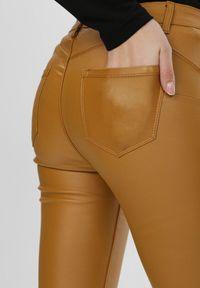 Born2be - Żółte Spodnie Skinny Copperfoot. Kolor: żółty