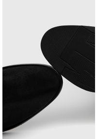 TOMMY HILFIGER - Tommy Hilfiger - Kozaki skórzane. Kolor: czarny. Materiał: skóra. Obcas: na obcasie. Wysokość obcasa: średni