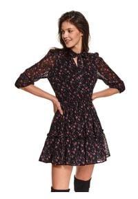 TOP SECRET - Sukienka w drobny kwiatowy nadruk. Okazja: do pracy. Kolor: czarny. Materiał: tkanina. Wzór: kwiaty, nadruk. Sezon: wiosna. Styl: elegancki