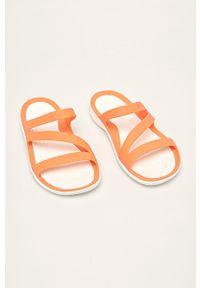 Pomarańczowe klapki Crocs bez obcasa