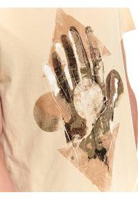 TOP SECRET - T-shirt krótki rękaw męski z nadrukiem. Kolor: beżowy. Długość rękawa: krótki rękaw. Długość: krótkie. Wzór: nadruk