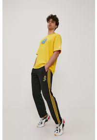 adidas Originals - T-shirt x The Simpsons. Okazja: na co dzień. Kolor: żółty. Wzór: nadruk. Styl: casual