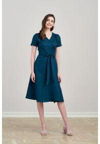 Marie Zélie - Sukienka Duilin lniana szmaragdowa. Kolor: zielony. Materiał: len. Długość rękawa: krótki rękaw. Typ sukienki: kopertowe