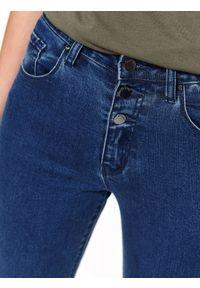 TOP SECRET - Spodnie jeansowe rurki. Kolor: niebieski. Materiał: jeans. Wzór: gładki. Sezon: lato, wiosna