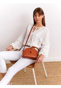 Białe spodnie TOP SECRET na co dzień, w kolorowe wzory, casualowe, długie