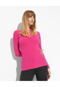 Ermanno Firenze - ERMANNO FIRENZE - Różowy prążkowany sweter z logo. Kolor: różowy, wielokolorowy, fioletowy. Materiał: prążkowany. Długość: długie