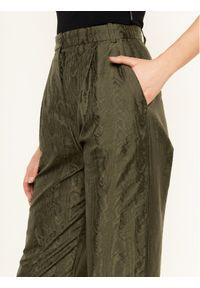 Zielone spodnie Pinko z motywem z bajki