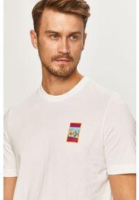 Biały t-shirt adidas Originals casualowy, z nadrukiem, z okrągłym kołnierzem, na co dzień