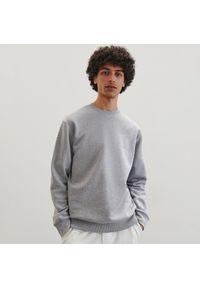 Reserved - Klasyczna bluza basic - Jasny szary. Kolor: szary. Styl: klasyczny