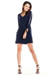 Niebieska sukienka wizytowa Awama z kokardą, trapezowa, mini