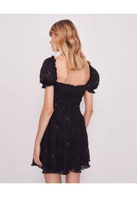 SELF PORTRAIT - Sukienka mini z cekinami. Okazja: na imprezę. Typ kołnierza: dekolt kwadratowy. Kolor: czarny. Materiał: szyfon. Wzór: aplikacja. Długość: mini