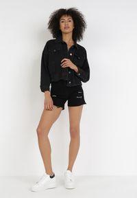 Born2be - Czarna Kurtka Jeansowa Dasatos. Kolor: czarny. Materiał: jeans