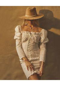 LOVE & ROSE - Sukienka z bufiastymi rękawami Puebla. Kolor: biały. Materiał: bawełna. Wzór: haft, kwiaty