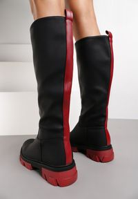 Renee - Czarno-Czerwone Botki Kyaka. Wysokość cholewki: przed kolano. Zapięcie: bez zapięcia. Kolor: czarny. Materiał: materiał. Obcas: na obcasie. Styl: klasyczny. Wysokość obcasa: średni
