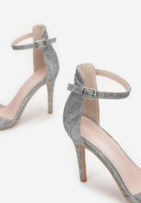 Renee - Srebrne Sandały Stheusonce. Zapięcie: pasek. Kolor: srebrny. Materiał: materiał. Wzór: paski. Styl: wizytowy