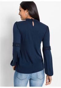 Niebieska bluzka bonprix ze stójką, w koronkowe wzory