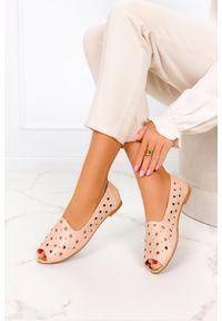 Casu - Beżowe baleriny casu ażurowe lordsy z odkrytymi palcami ze skórzaną wkładką casu d21x19/be. Nosek buta: otwarty. Kolor: beżowy. Materiał: skóra. Wzór: ażurowy