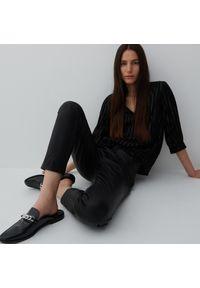 Reserved - Bluzka z Ecovero™ - Czarny. Kolor: czarny