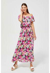 MOODO - Sukienka z odkrytymi ramionami. Okazja: do pracy, na plażę, na co dzień. Typ kołnierza: dekolt w łódkę. Materiał: guma, wiskoza. Wzór: kwiaty. Typ sukienki: z odkrytymi ramionami. Styl: casual