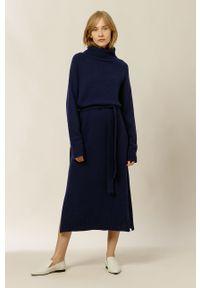IVY & OAK - Sukienka KAMELA ROSE. Okazja: na co dzień. Typ kołnierza: golf. Kolor: niebieski. Materiał: dzianina, poliamid. Długość rękawa: długi rękaw. Typ sukienki: proste. Styl: casual