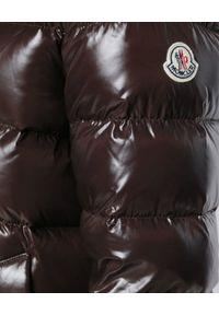 MONCLER - Kurtka z futrem. Kolor: brązowy. Materiał: futro. Wzór: aplikacja #4
